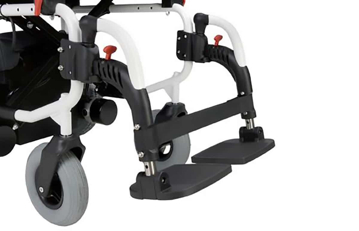 Patins de cadeira de rodas elétrica, vistos de perfil