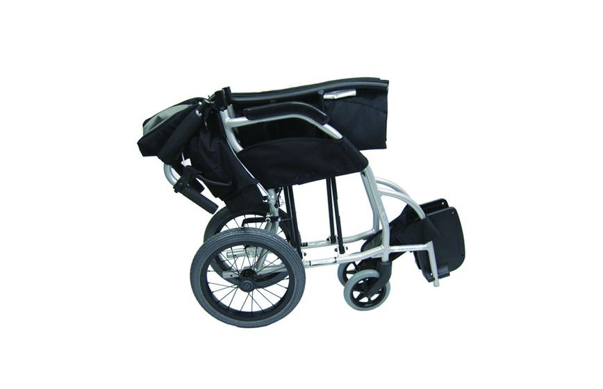 Cadeira de rodas manual encartada, com vista lateral