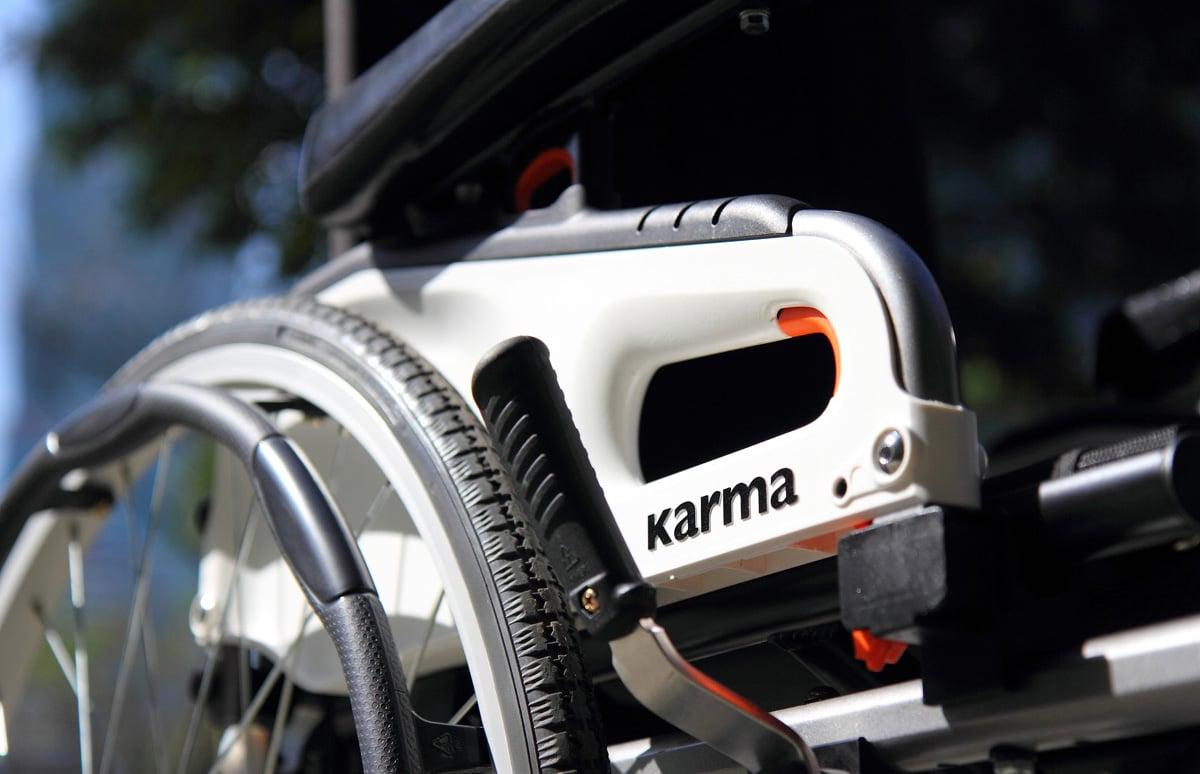 Detalhe de cadeira de rodas manual