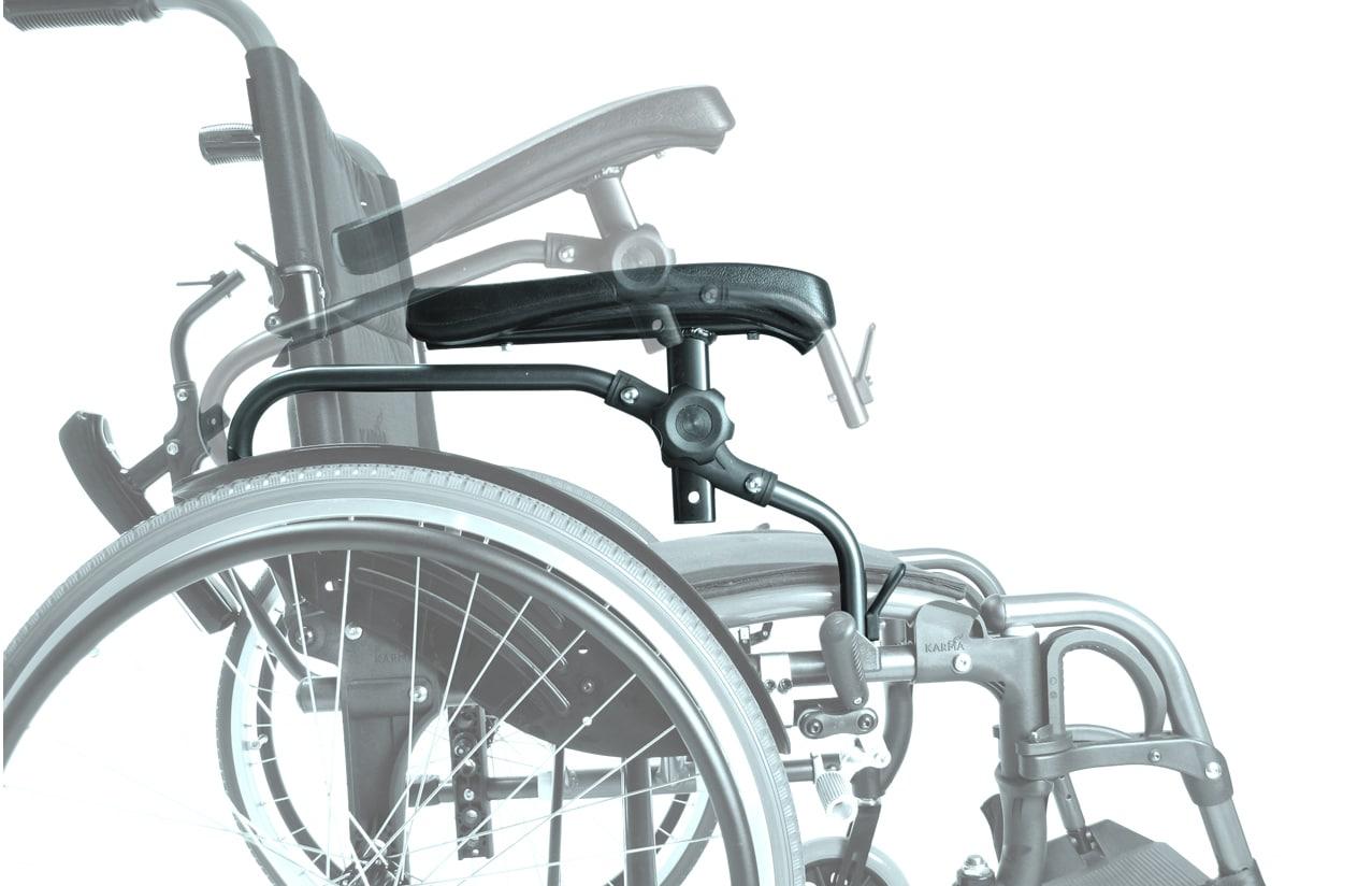 Pormenor de apoio de braço de cadeira de rodas manual, vista de lado