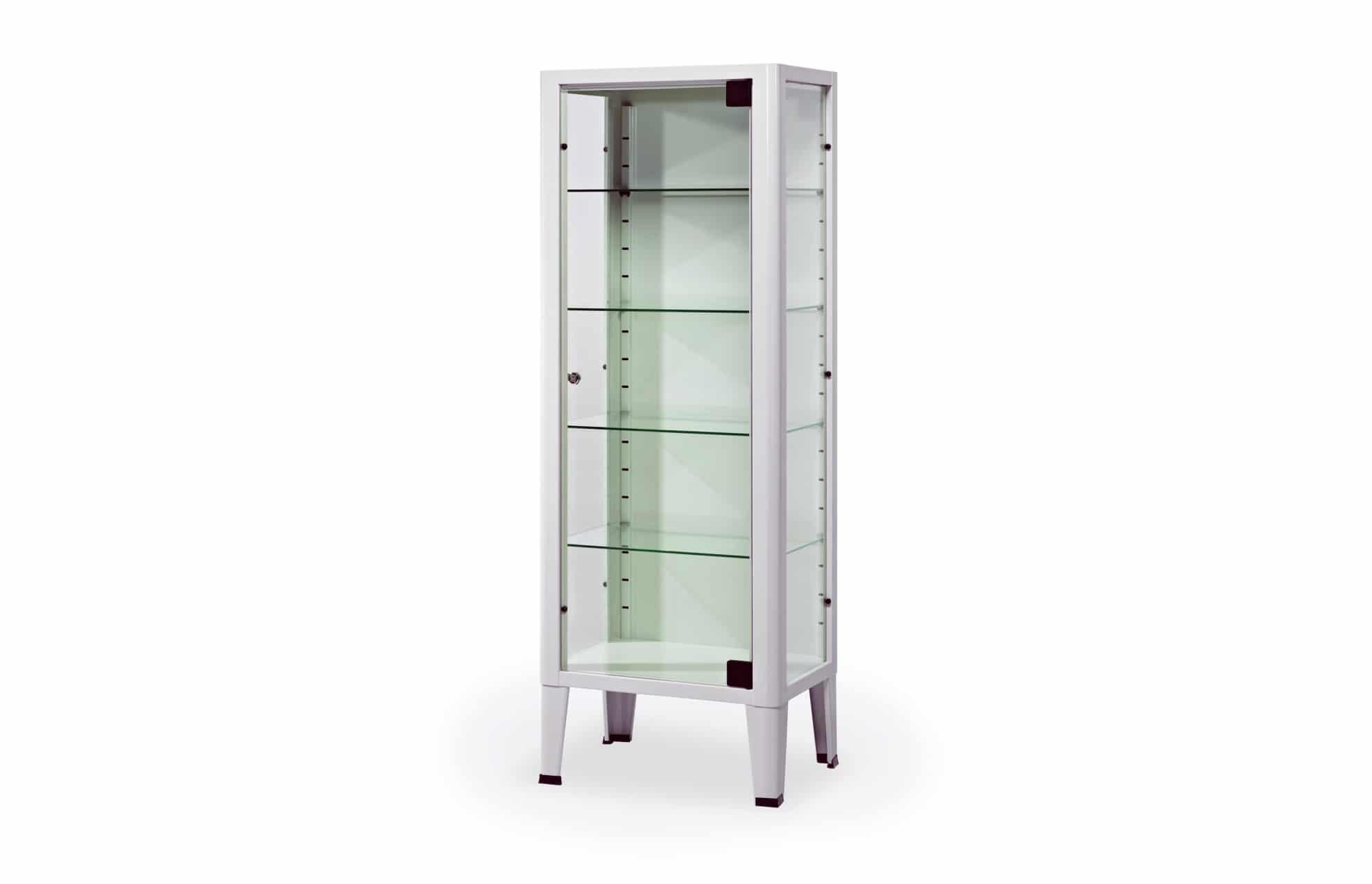 Armário com porta em vidro visto de perfil
