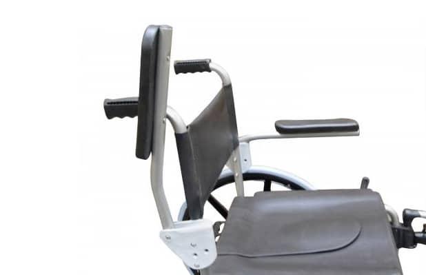 Cadeira de banho com apoio de braço levantado, vista de cima