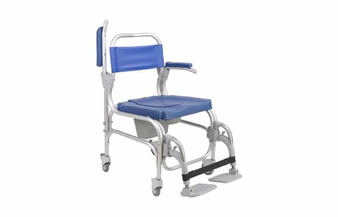 Cadeira de rodas azul com estrutura em alumínio, com um dos braços levantados