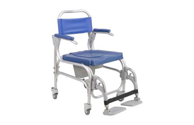 Cadeira de banho azul, com estrutura em alumínio com vista lateral