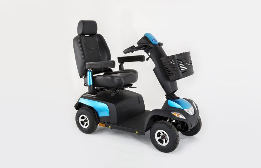 Scooter azul metalizado e preta vista de perfil