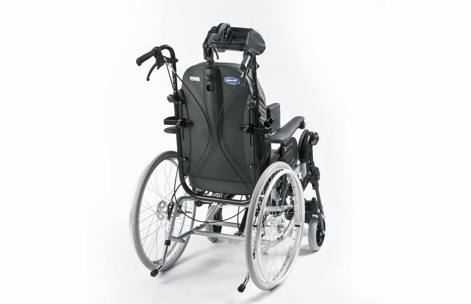 Cadeira de rodas manual de conforto traseira