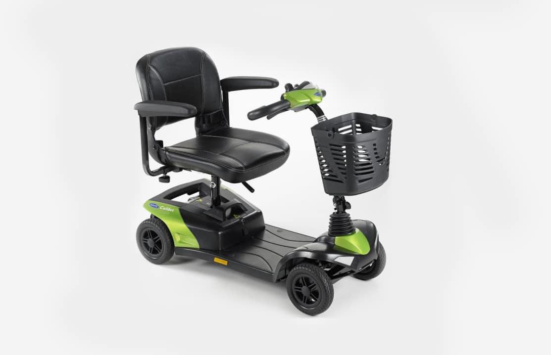 Scooter verde e preta com vista de perfil
