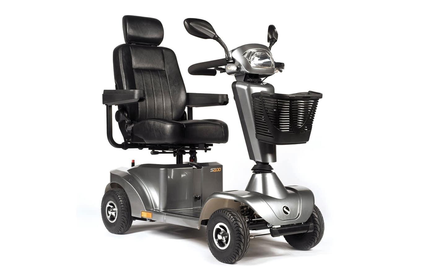 Scooter preta e cinzenta com vista de perfil