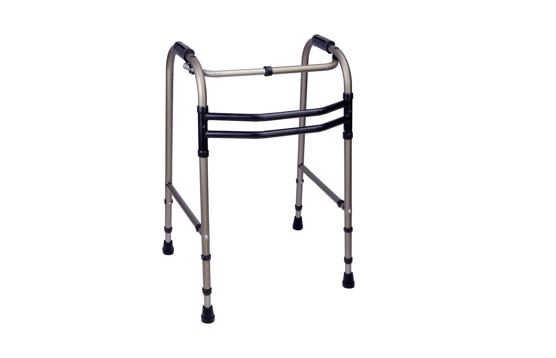 Andarilho articulado A4 em alumínio da Orthos XXI . Dobrável para uma melhor arrumação, sem rodas, regulável em altura e com punhos em borracha.
