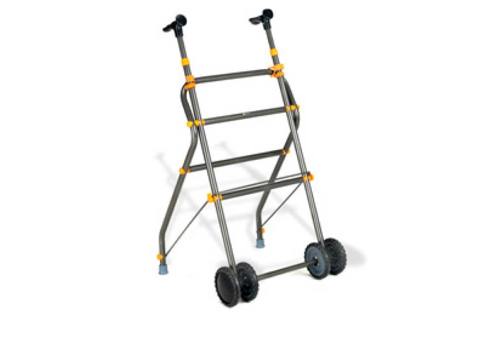 Andarilho com rodas em alumínio e pormenores em amarelo.