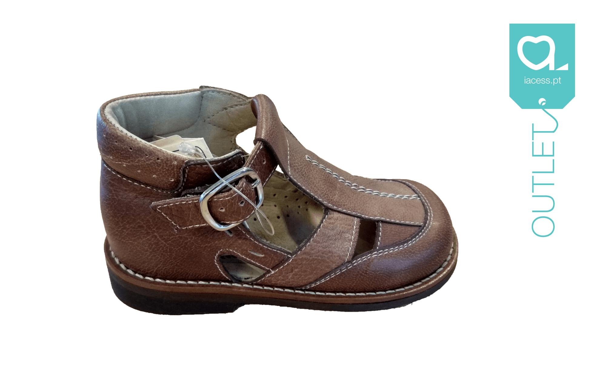Sandálias Ortopédicas Castanhas da Marca Paquito.