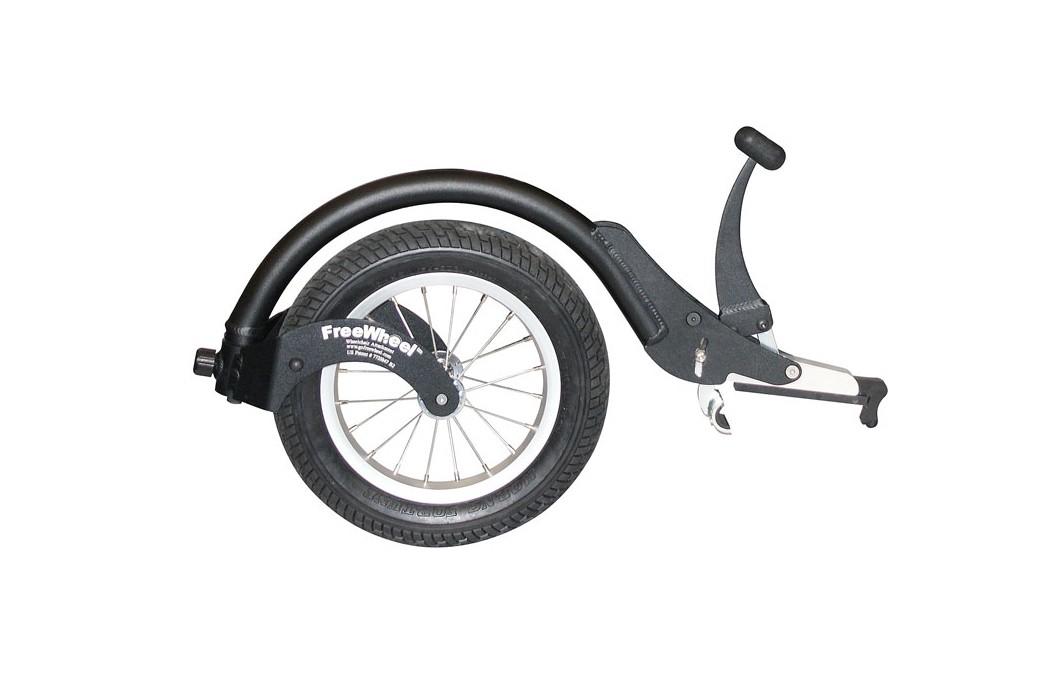 Freewheel é um acessório para cadeira de rodas que visa facilitar a condução em terrenos desfavoráveis. Fácil de colocar e retirar.