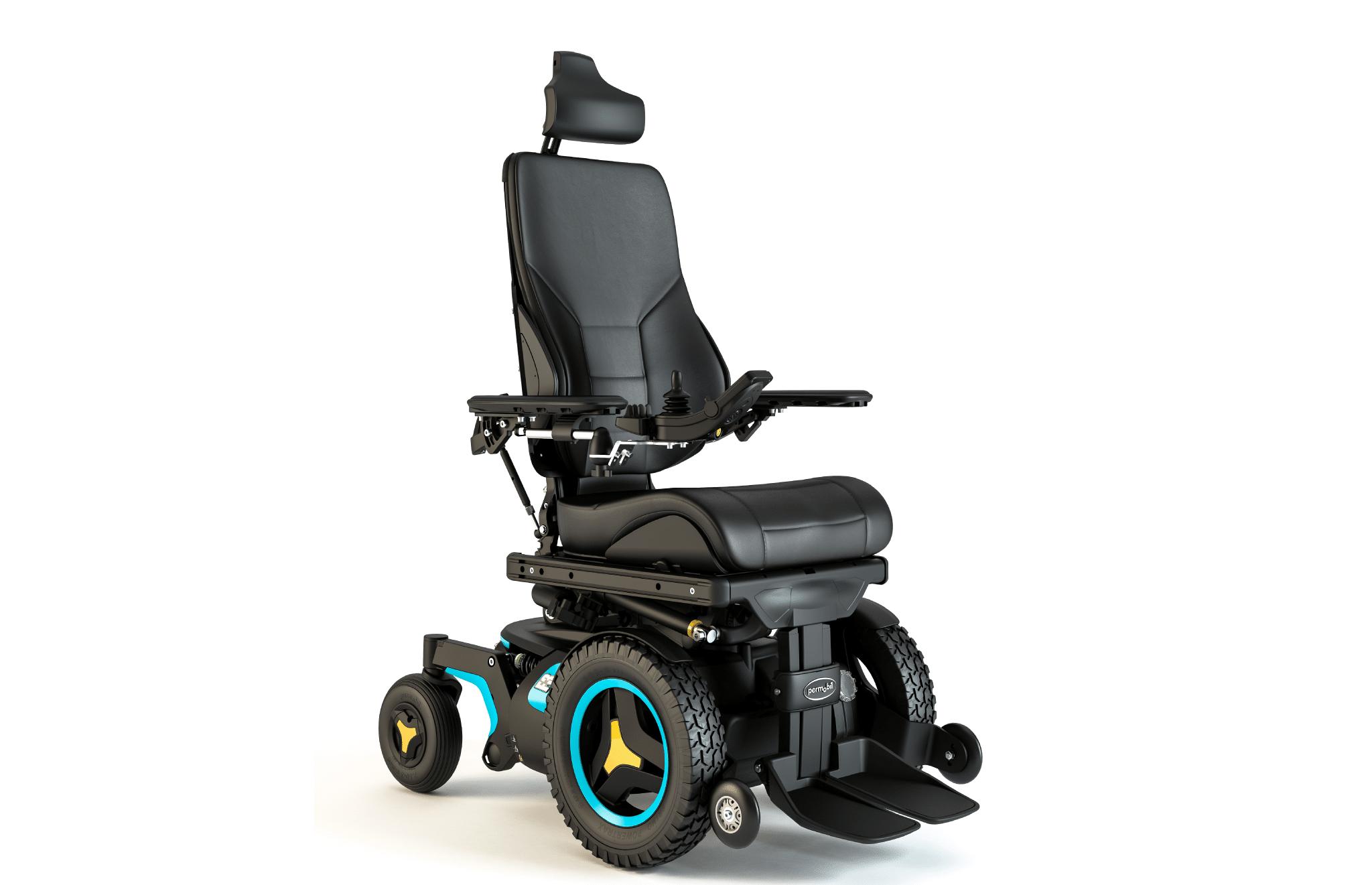 Cadeira de rodas eléctrica F3 Corpus da Permobil com tracção dianteira, suspensão individual às 4 rodas, de tamanho compacto, ideal para espaços movimentados.