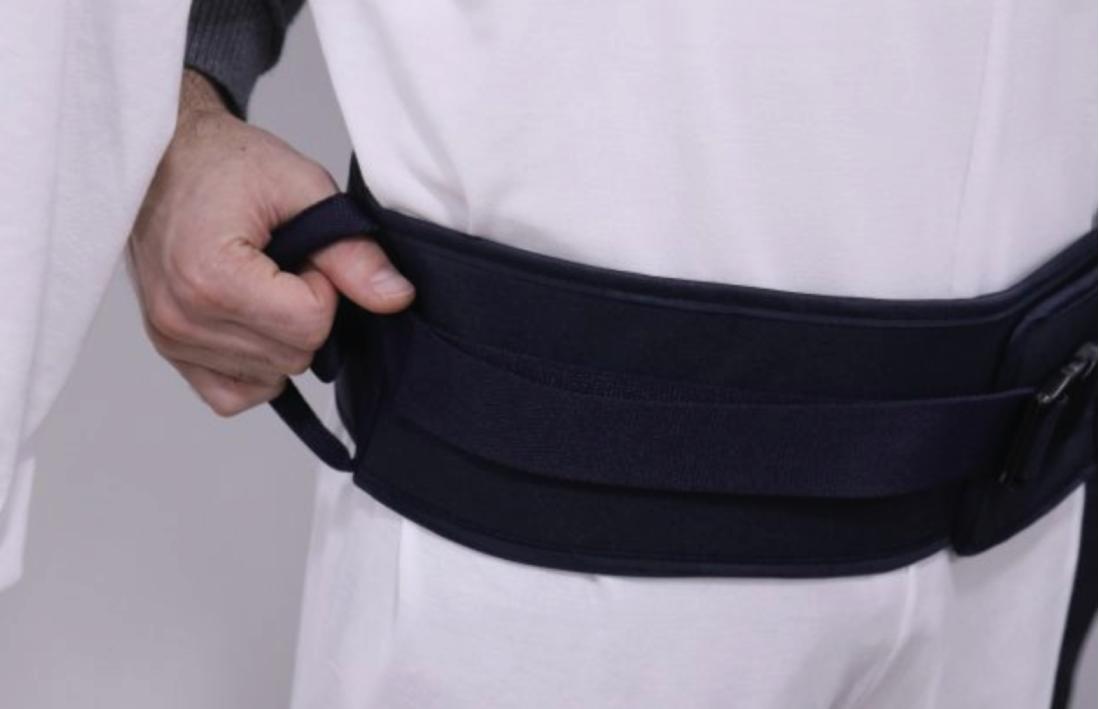 Transfer de cintura da Geritex, de tamanho universal, de interação tecnico de saúde-paciente, para auxiliar a marcha e pequenas deslocações do utilizador.